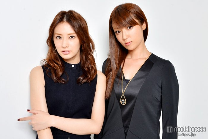 モデルプレスのインタビューに応じた北川景子(左)、深田恭子(右)