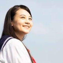 千眼美子、セーラー服姿でまぶしい笑顔 『美しき誘惑』場面カット&映像解禁