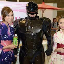 紺野ゆり(左)