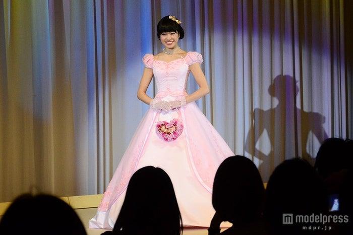 白雪姫をイメージしたカラードレス