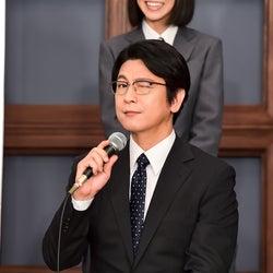 華麗にウインクを決める及川光博(C)TBS