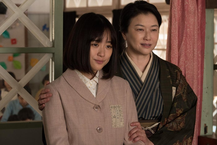 大原櫻子(左)(C)映画「あの日のオルガン」製作委員会