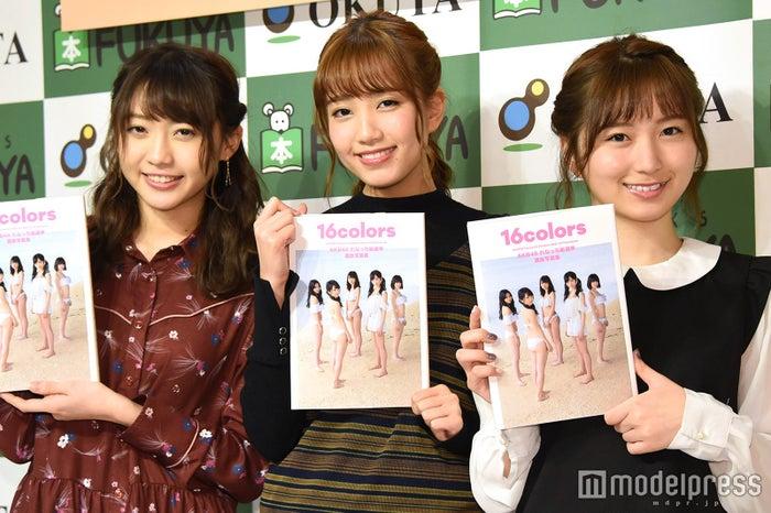 (左から)木崎ゆりあ、加藤玲奈、大島涼花 (C)モデルプレス