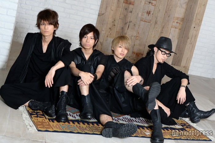 「ThinkingDogs」/(左から)Jun、大輝、TSUBASA、わちゅ~