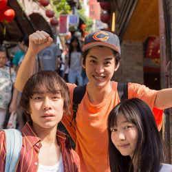 (左から)落合モトキ、大野拓朗、岡本夏美(C)ITOH COMPANY
