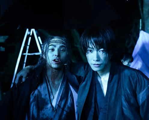 「るろうに剣心」佐藤健VS村上虹郎、アクション練習メイキング映像&オフショット解禁