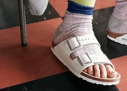 サンダル=素足はもう古い!オープントゥソックスで夏の足元を快適に