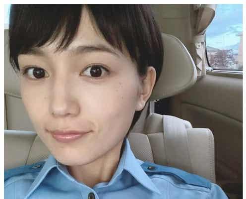川口春奈、久々警官服×ショートヘア姿公開にファン歓喜「女神」「また見られるの嬉しい」