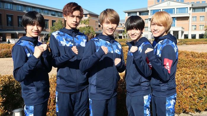 (左から)嶋崎斗亜、高橋恭平、藤原丈一郎、西村拓哉、西畑大吾(C)カンテレ