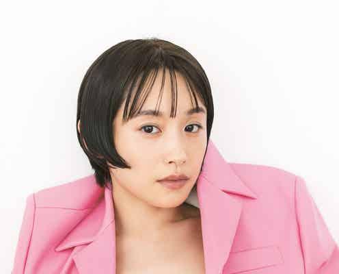 高橋愛、ジャケットから美ボディチラリ 芸能生活20周年メモリアルブック「AI VERSARY」収録カット公開