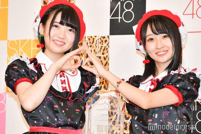 さくらんぼポーズ/AKB48多田京加、HKT48松田祐実 (C)モデルプレス