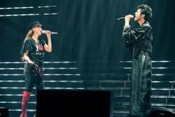 安室奈美恵with 平井堅/「WE ◆ NAMIE HANABI SHOW」前夜祭より(提供写真)