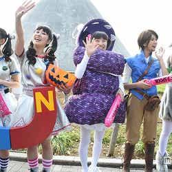 モデルプレス - ももクロ、ハロウィーン仮装でパレードに登場 パワフルパフォーマンスも展開