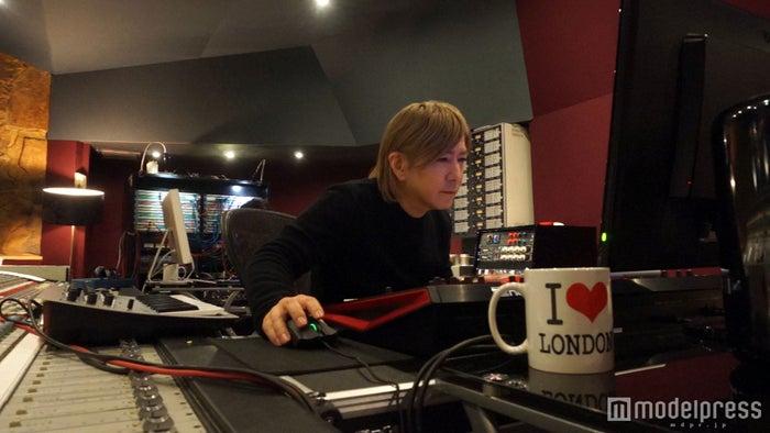 小室哲哉、globe20周年第3弾プロダクト制作を発表 ロンドンの制作風景も公開(画像提供:avex)