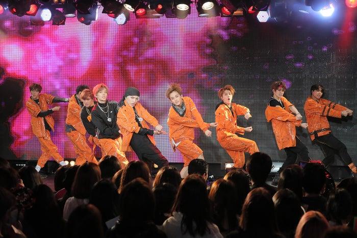 "「NCT 127 The Introduction ""connect""」を開催したNCT 127(左から)ウィンウィン、ドヨン、ヘチャン、ユウタ、テヨン、マーク、テイル、ジェヒョン、ジョニー(提供写真)"