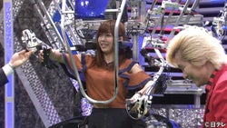 セクシー女優・紗倉まな、SFチックな機械と合体か⁉