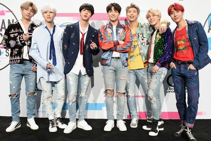 BTS (左から)V、SUGA、JIN、JUNG KOOK、RM、JIMIN、J-HOPE/photo by Getty Images