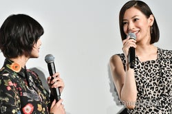 平手友梨奈&北川景子、目を合わせて仲良く談笑 (C)モデルプレス