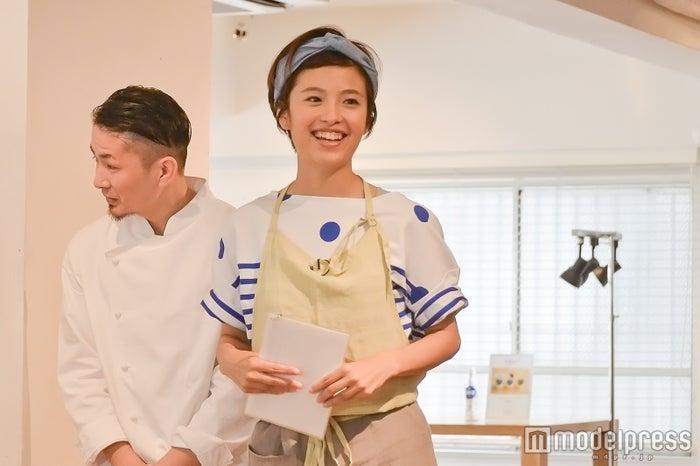 (左から)シェフ・小原鉄平氏、発酵マイスター・菜月氏(C)モデルプレス