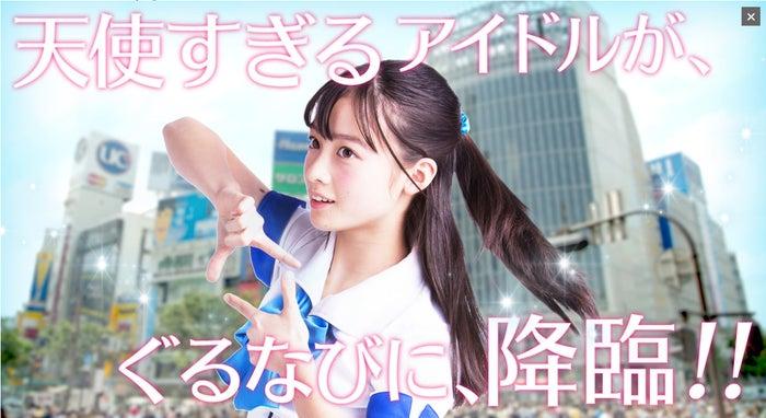 ブレイクのきっかけとなったポーズで魅了する橋本環奈(秋葉原・渋谷バージョン)