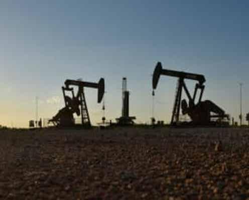 原油先物2%超下げ、米原油在庫が予想以上に増加