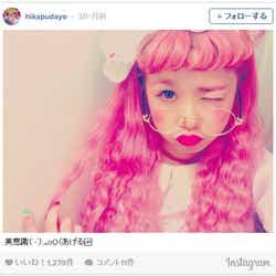 """モデルプレス - ピンクヘア×丸メガネの個性派スタイルに釘付け!渋谷109カリスマ店員""""ひかぷぅ""""が気になる"""