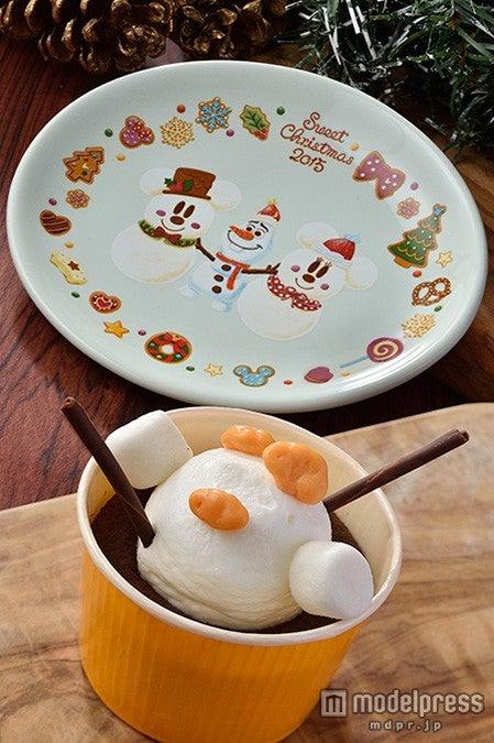 2パーク共通:チョコレートケーキ、スーベニアプレート付き(¥720)(C)Disney