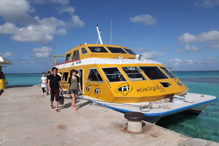 マニャガハ島までのクルージングも楽しい(C)Tasi Tours