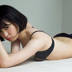 山川未菜、ランジェリー姿で本気魅せ
