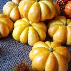 ハロウィンに作りたい!インスタで話題の「かぼちゃパン」アイデア♡