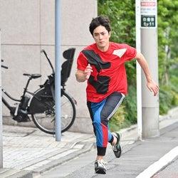 間宮祥太朗、異例の「全力坂」男性走者出演 「べしゃり暮らし」コラボで堀田真由も駆け上がる