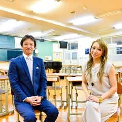 倖田來未(右)、恩師・弓場先生(左)と母校の中学校で再会