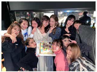 解散発表のE-girls、泣き顔のメンバーも 8周年迎え集合ショット披露
