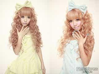 人気双子モデル、2人そろって改名を発表