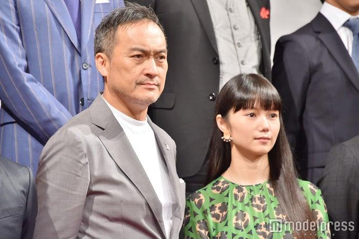 """渡辺謙、宮崎あおいを「引きずり出した」 """"娘""""へ「本当に幸せになってほしい」(C)モデルプレス"""