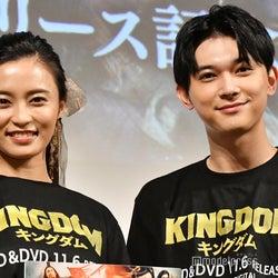 吉沢亮、サプライズ登場で会場熱狂 「キングダム」ファン・小島瑠璃子も驚き