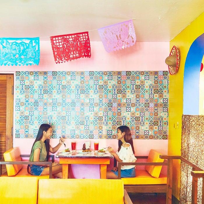 とってもカラフルなどこを切り抜いても絵になるレストラン(C)マリアナ政府観光局/MVA