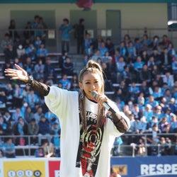 倖田來未「泣きそうなった」サガン鳥栖試合前にパフォーマンス