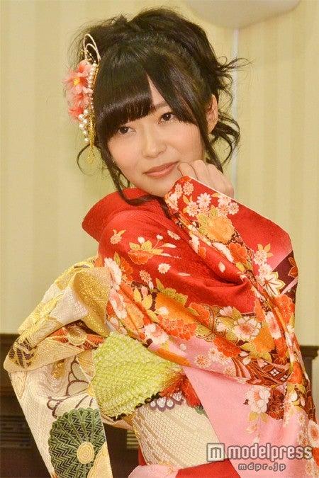 「AKB48グループ 2013年成人メンバー 成人式記念撮影会」に参加した指原莉乃
