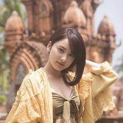 平祐奈、美しく妖艶な姿 胸元もチラリ