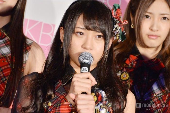 AKB48木崎ゆりあ「また一緒にお仕事したい」 警備員配備の厳戒態勢で記者発表会