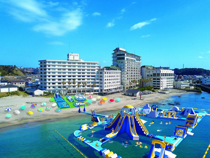 日本最大級「勝浦ウォーターアイランド」が勝浦中央海水浴場に誕生 アトラクションは25種類以上/画像提供:株式会社勝浦ホテル三日月