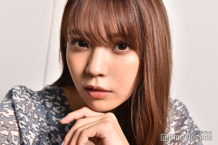 モデルプレスのインタビューに応じた小林由依(C)モデルプレス