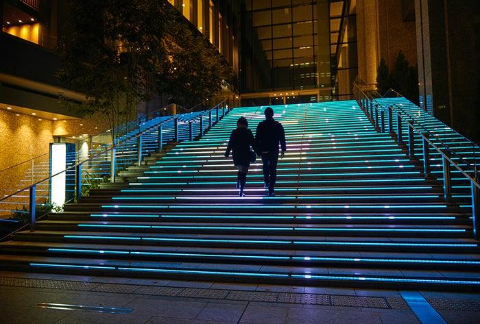 大階段や広大な広場に広がるイルミネーションで安らぎの時間を/画像提供:株式会社クオル