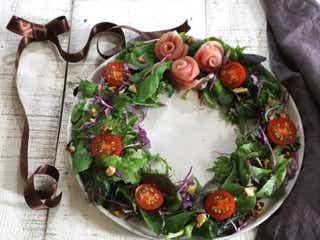 クリスマスのメニューに今からでも間に合う!簡単なのに華やか「リースサラダ」