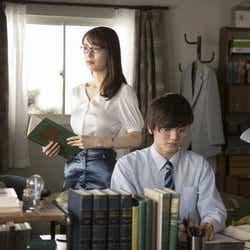泉里香、濱田龍臣/「家庭教師」篇メイキングカットより(提供写真)