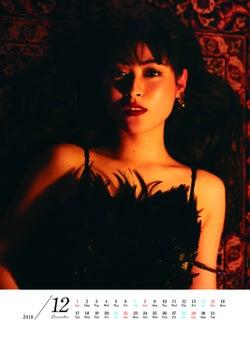 瀧本美織、艶っぽく妖艶なショーガールに 過去の出演作品をオマージュ