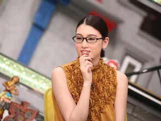 デコ出し×メガネの三吉彩花が美しい…あらゆる質問に完璧回答【今週のメガネ美女】