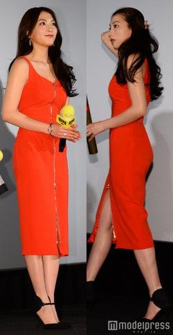 知英のSEXYスリットドレスにドキッ!シルバーアクセで上品さをプラス<ファッションチェック>
