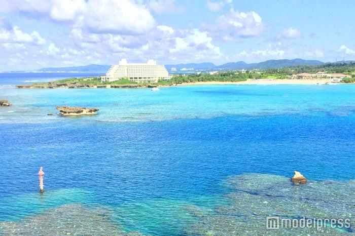 吸い込まれそうな青い海と空が美しい沖縄(C)モデルプレス